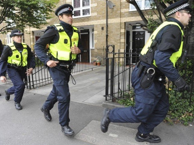 london police call urgent meeting after six more stabbings