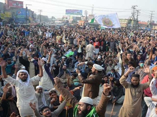 tehreek e labaik protest turns lahore into a no go area