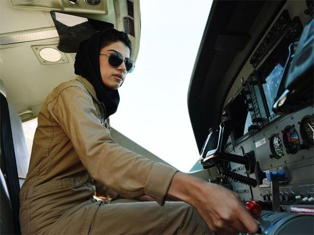 afghanistan s first female pilot granted asylum in us after getting death threats