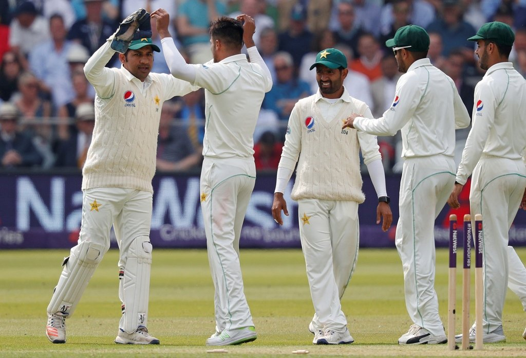 icc tells pakistan to ditch smart watches