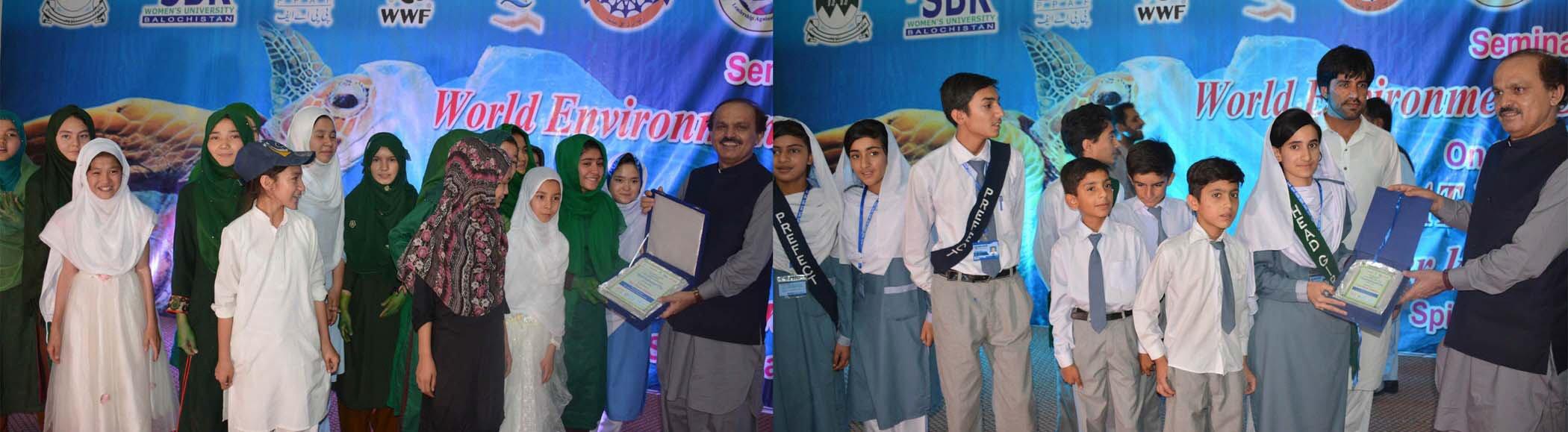 Balochistan Chief Secretary Aurangzeb Haq distributes awards among children. PHOTO: EXPRESS