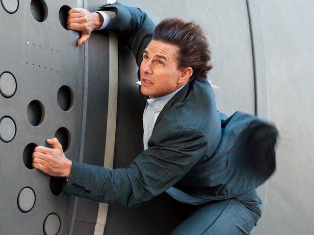 tom cruise does most daring movie stunt yet
