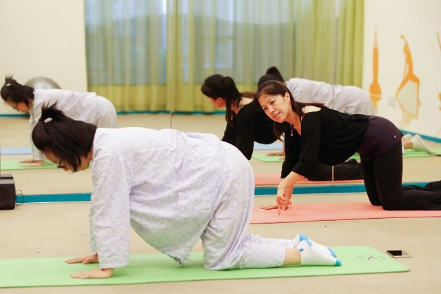 yoga and cheesecake for new mums in plush chinese sitting centres