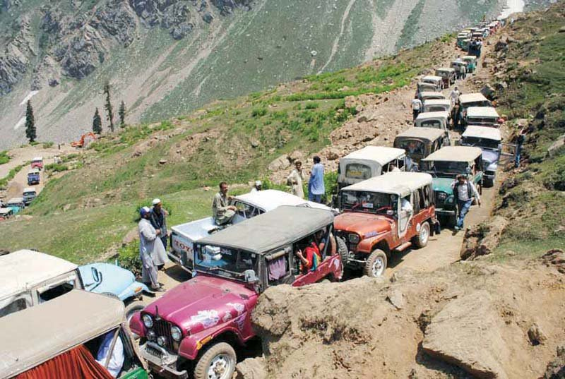 tourists continue to throng kaghan valley