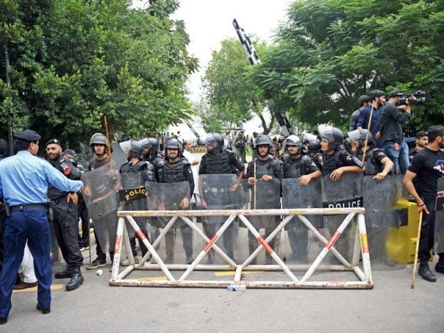 ihc orders removal of barricades in front of security agency s headquarters