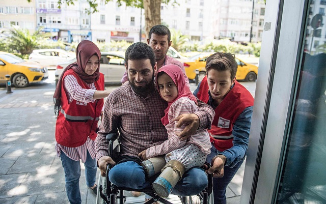 syrian girl 8 born with no legs finds hope in turkey