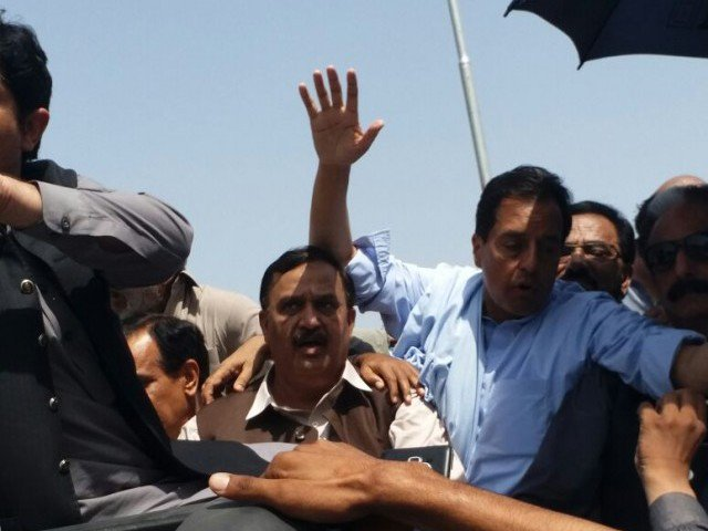 twitter reacts to capt safdar s dramatic arrest