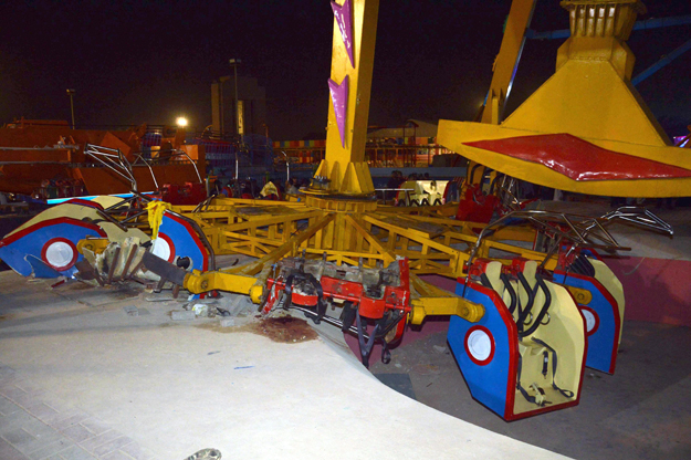 Discovery, the frisbee pendulum ride in Askari Amusement Park, broke apart on Sunday night. PHOTO: MOHAMMAD NOMAN