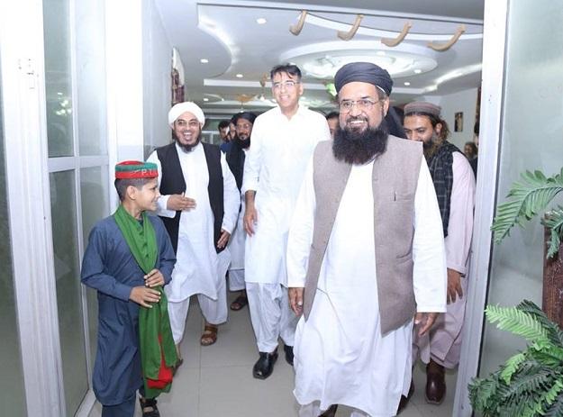 Asad Umar edits Facebook post after announcing Maulana Fazlur Rehman Khalil's decision of joining the party. PHOTO: FACEBBOOK/@ASADUMAROFFICIAL
