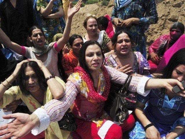 pakistan s transgenders marginalised but hopeful