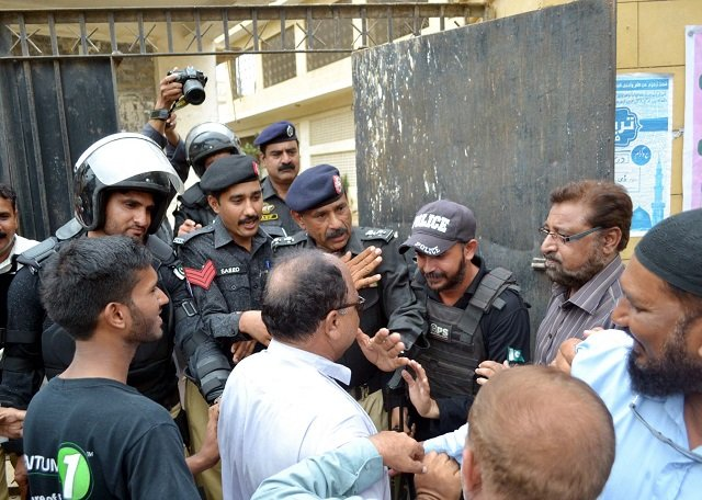 Police rehearsing on Friday security duties for July 25 polls in Karachi. PHOTO: PPI