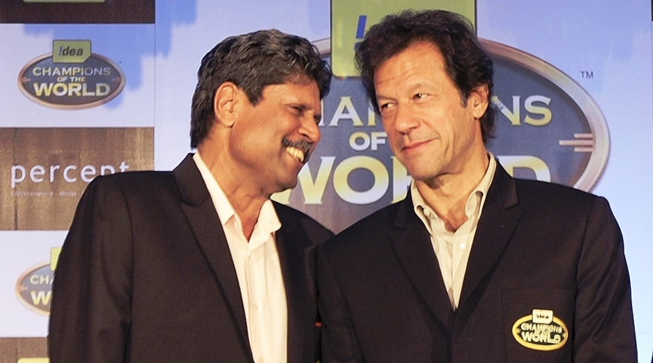 Previous cricket World Cup winning captains Kapil Dev of India (L) and Imran Khan (R) of Pakistan speak during a promotional function of a telecom company in Mumbai. PHOTO: AFP