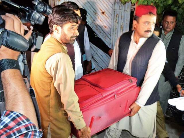 bhc grants bail to mushtaq raisani khalid langove