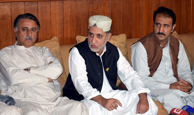 Balochistan National Party-Mengal chief Mohammad Akhtar Mengal addresses a press conference in Quetta. PHOTO: EXPRESS