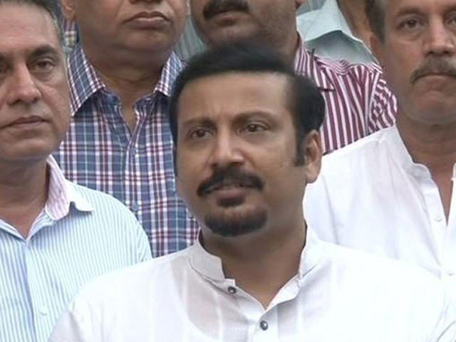 MQM leader Khawaja Izharul Hassan called for Imran Khan and Jahangir Tareen to take action against Naqvi. PHOTO: EXPRESS/FILE