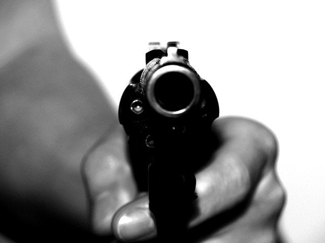 man shot dead for resisting robbery