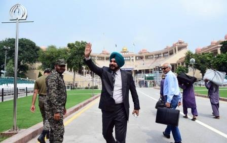 sidhu leaves for india from wagah border