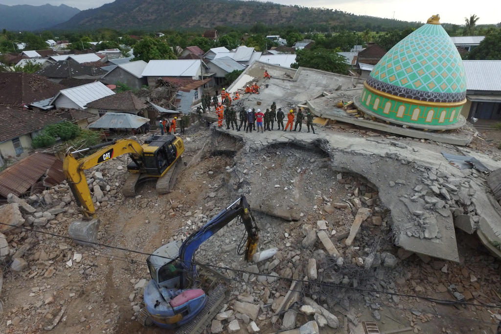 indonesia relief efforts in lombok stepped up as new quakes kill 10