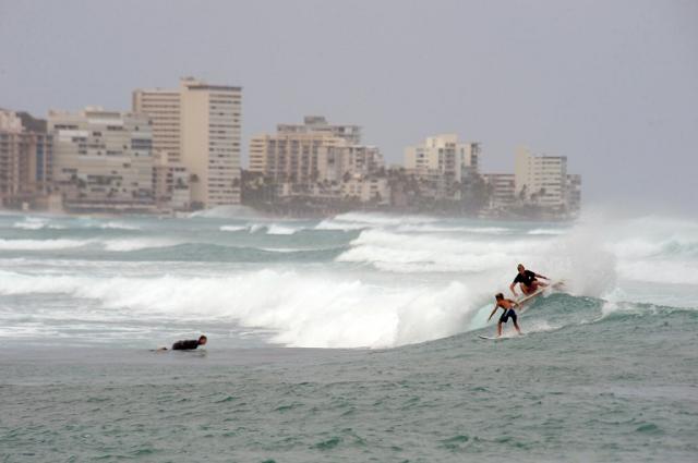 residents on edge as hurricane lane lashes hawaii