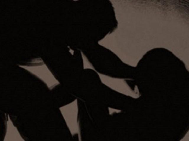 two women beaten up in market in lahore