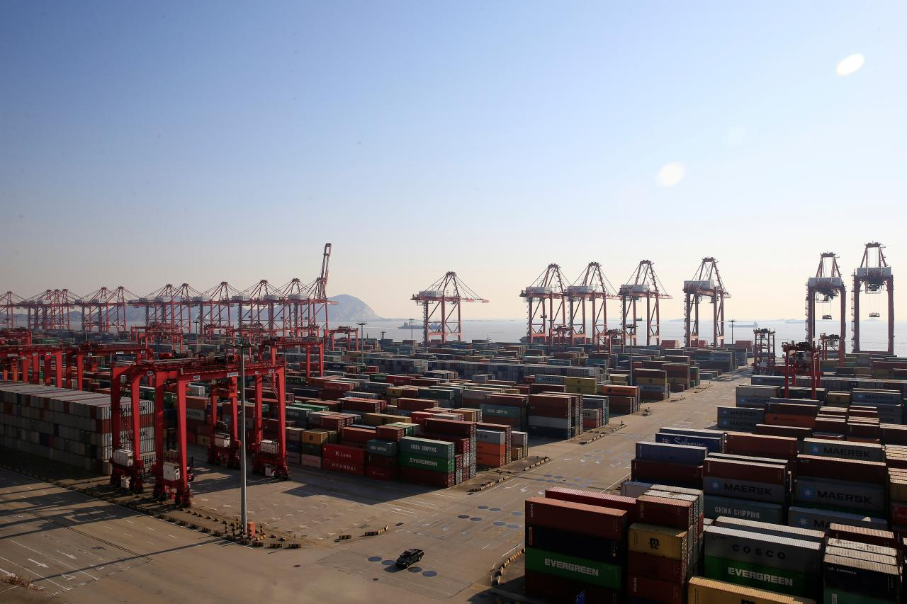 despite trade tensions china s trade surplus with us hit new record