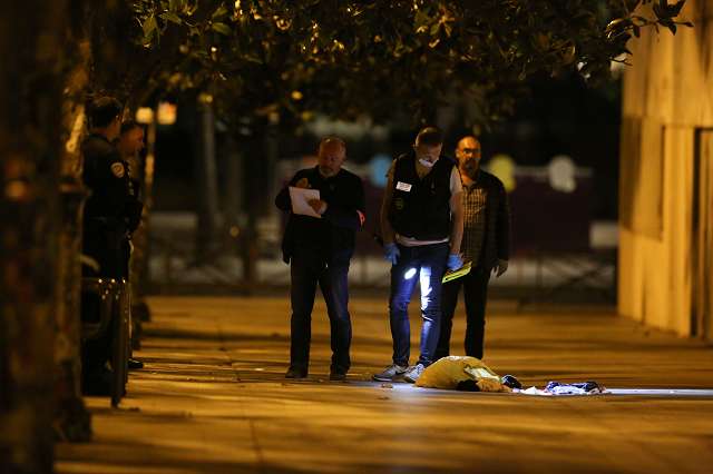 7 wounded in paris knife attack including british tourists
