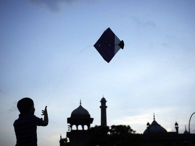 kite string slits man s throat in lahore