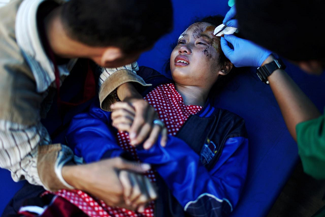 a father holds his daughter 039 s hand in a hospital as she receives medical treatment for injuries sustained from the earthquake and tsunami in palu central sulawesi indonesia october 4 2018 photo reuters