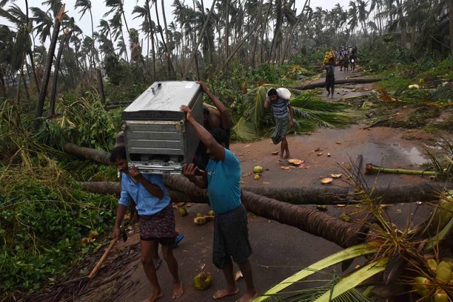 cyclone kills five in eastern india leaves thousands without power