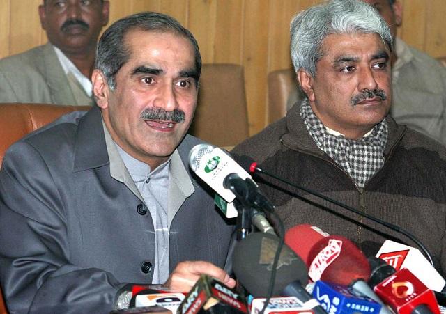 Pakistan Muslim League-Nawaz (PML-N) leader Khawaja Saad Rafique and his brother Salman Rafique. PHOTO: APP/FILE