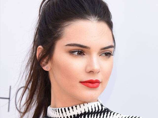 kendall jenner accuses publication for putting her life in danger