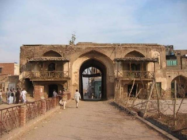 of historical value 1 800 houses in peshawar deemed protected