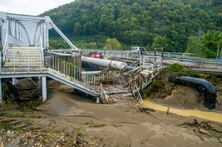floods kill six in southern russia