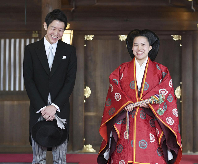 japanese princess ayako gives up royal status to marry commoner