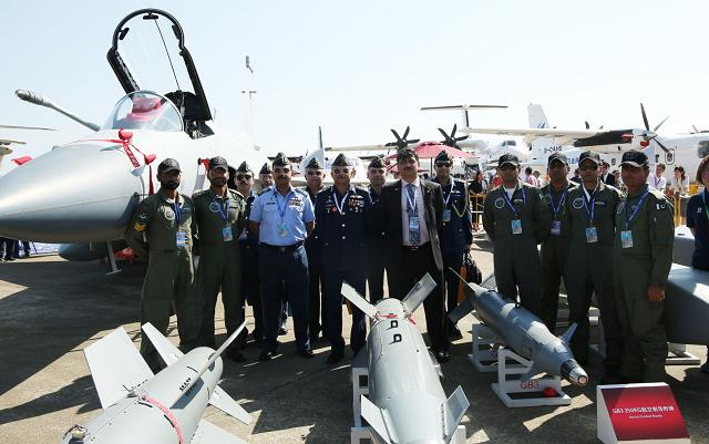 pakistan s jf 17 fighter presents aerobatic stunt at china air show
