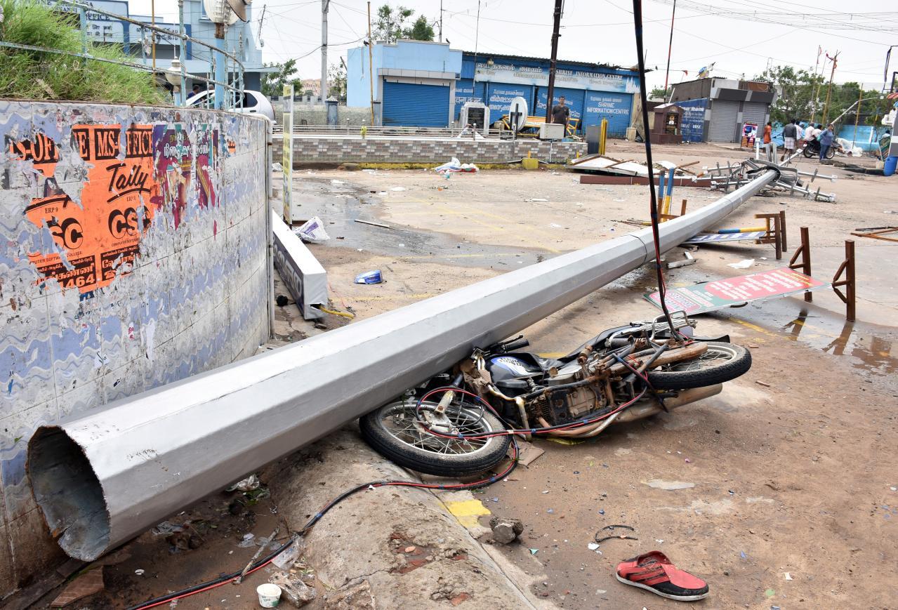 cyclone gaja makes landfall in south india kills 11 people