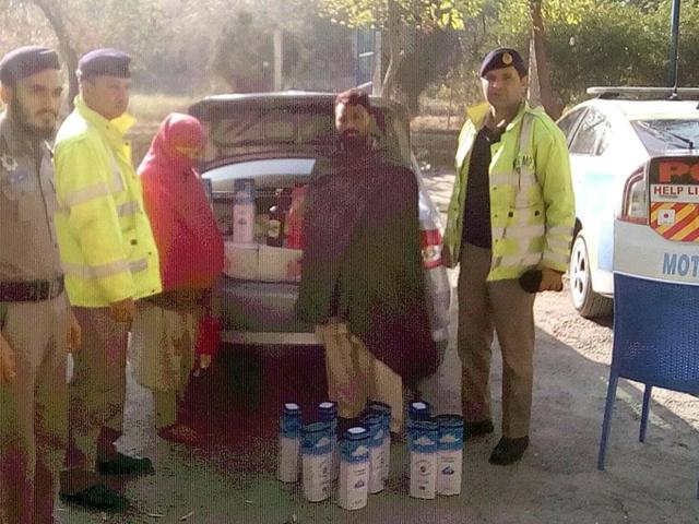 couple caught with 242 bottles of liquor on peshawar islamabad motorway