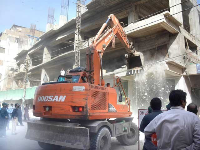 kmc officer narrowly escapes attack on anti encroachment team in saddar