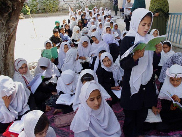 fewer afghan girls get education in pakistan