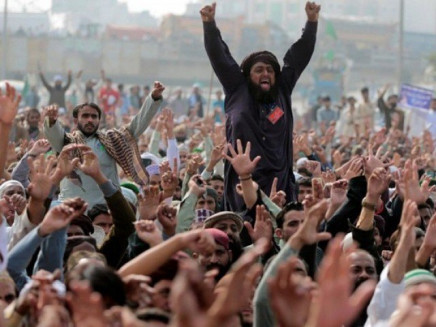 at least three killed more than 100 arrested as tlp protest continues across pakistan