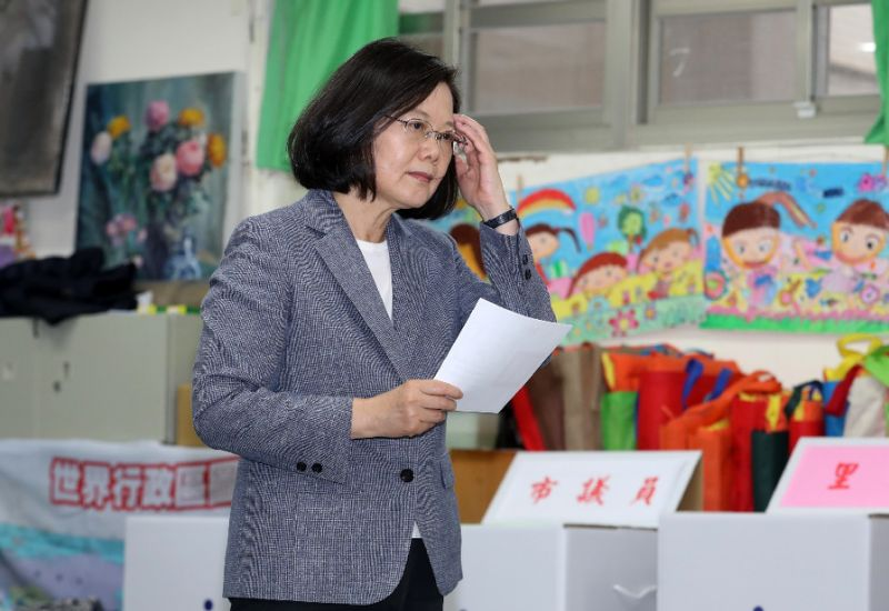 taiwan s president quits party leadership after major polls setback