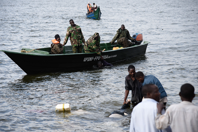 22 dead scores feared drowned after uganda boat sinks