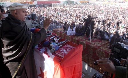 achakzai advises govt to maintain public contact