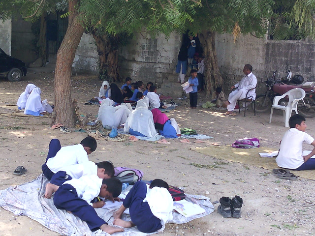 sindh s daughters and sons forced to study under the scorching sun
