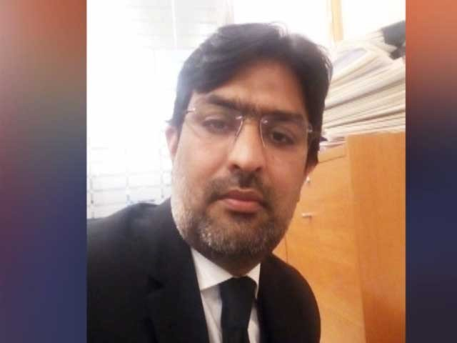lawyer resigns on personal grounds but had a heated debate with zulfi bukhari in dual nationality case photo file