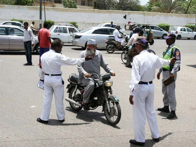 record 2 6m motorists fined rs7 2b over traffic violations in karachi