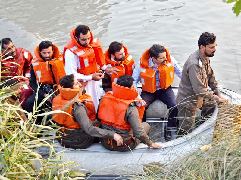 peshawar dc takes clean drive to canals