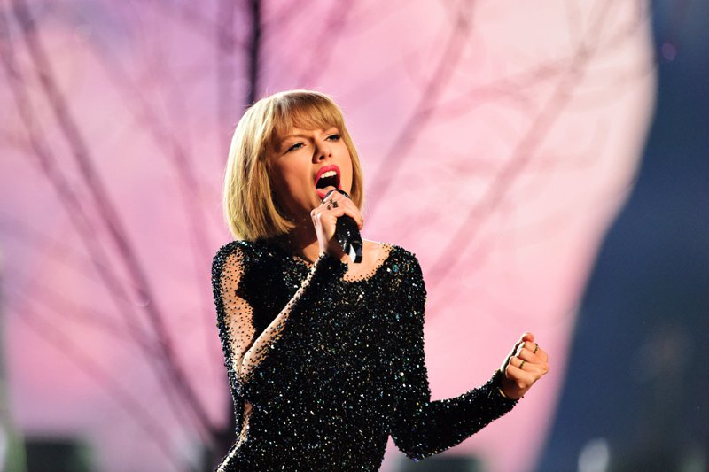 """Despite her hostility to Spotify, Swift allowed """"1989"""" to be streamed on Apple Music from the moment the tech giant launched the service in June 2015. PHOTO: AFP"""