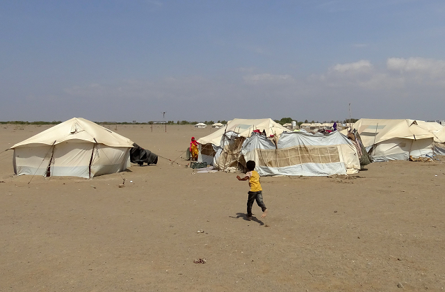 tales of displaced yemenis two camps same tragedy