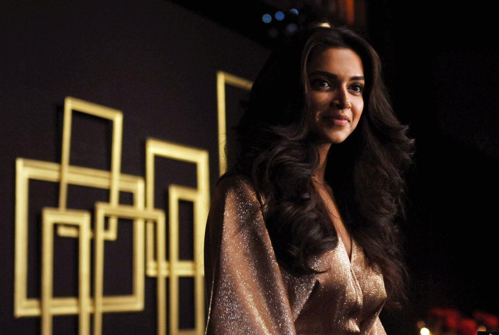 deepika padukone to play first female indian superhero
